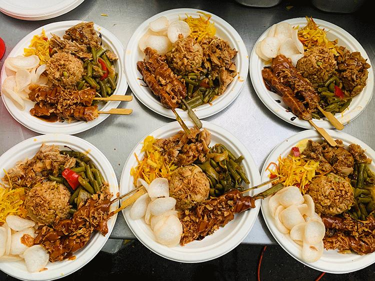 tent-x-lowlands-festival-ervaring-in-eigen-tuin-met-mistermakan-indosische-catering-sate-foodtruck